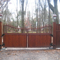 Cedar entrance gate with 1-8 operators
